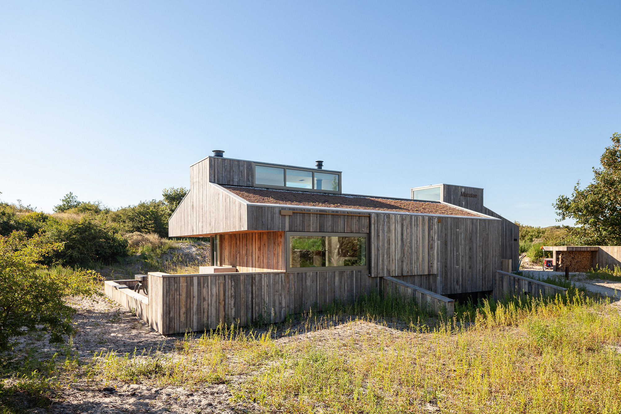 Holiday home between dunes and beach 1